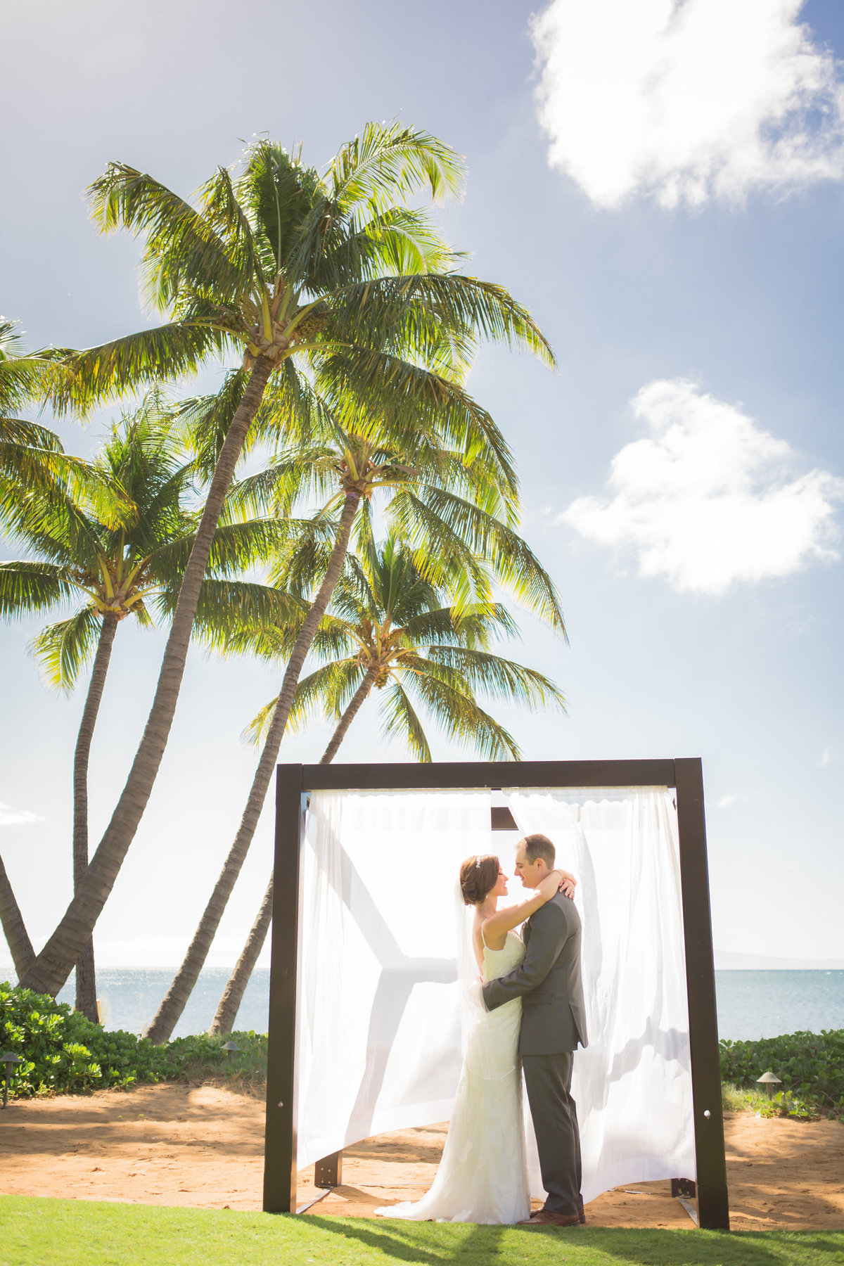 Maui wedding photography under arch