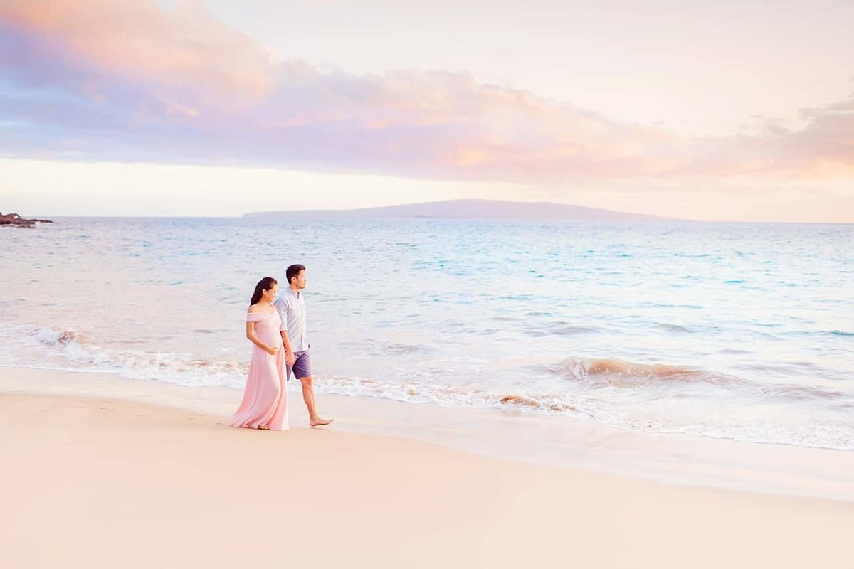 Maternity portraits outside the Andaz Resort in Wailea