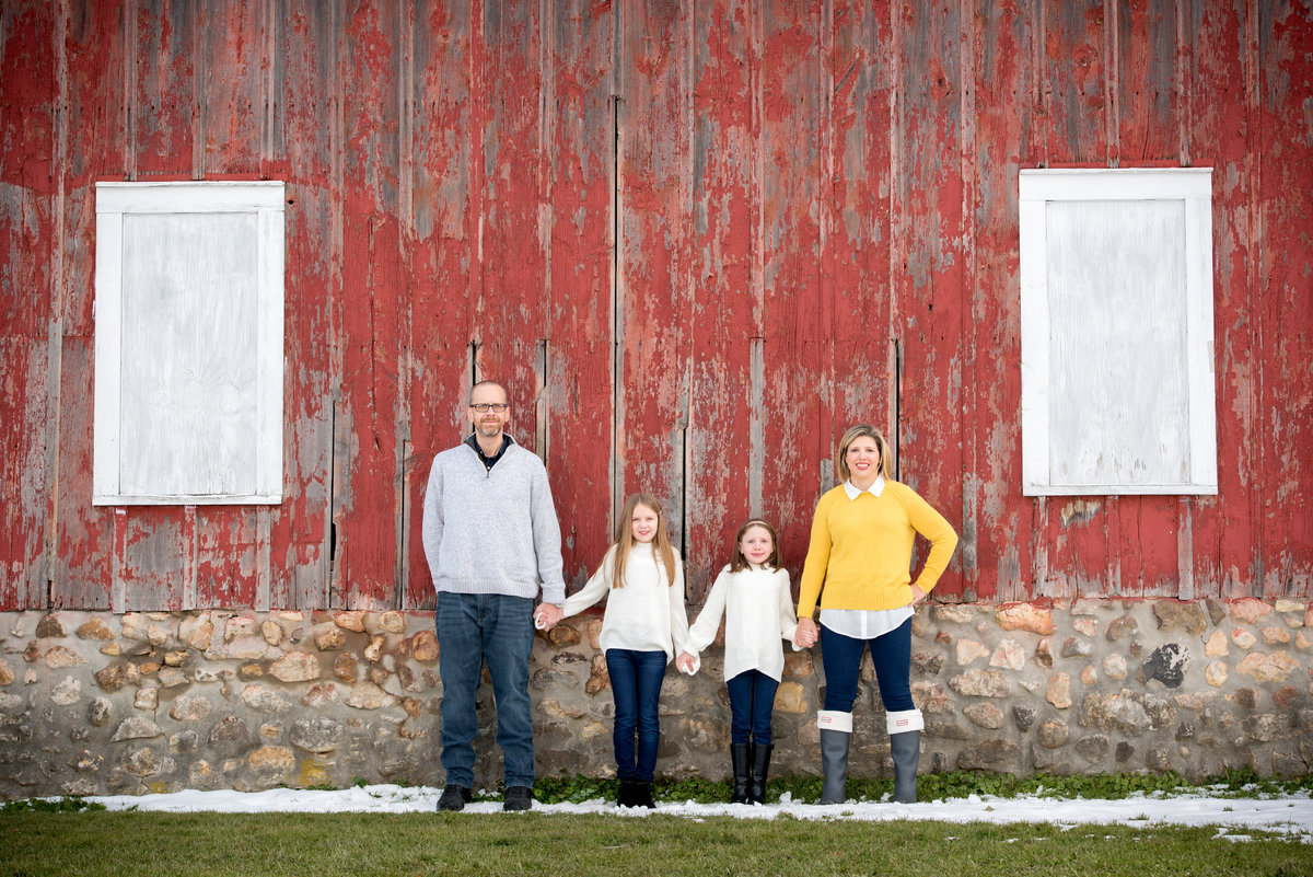 family-portrait-at-historic-red-barn-at-LeRoy-Oaks-in-St-Charles-illinois