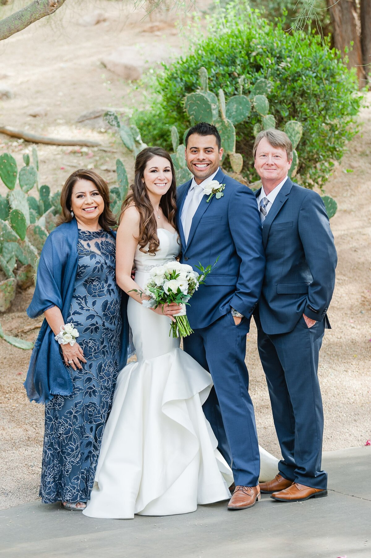 Sanctuary-on-Camelback-Wedding-by-Leslie-Ann-Photography-00009