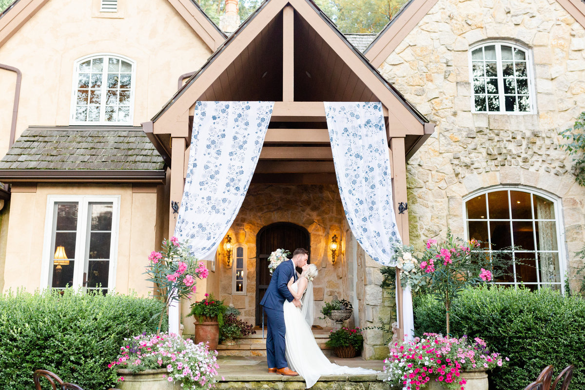 Columbus ohio wedding planner designs beautiful ceremony at private home