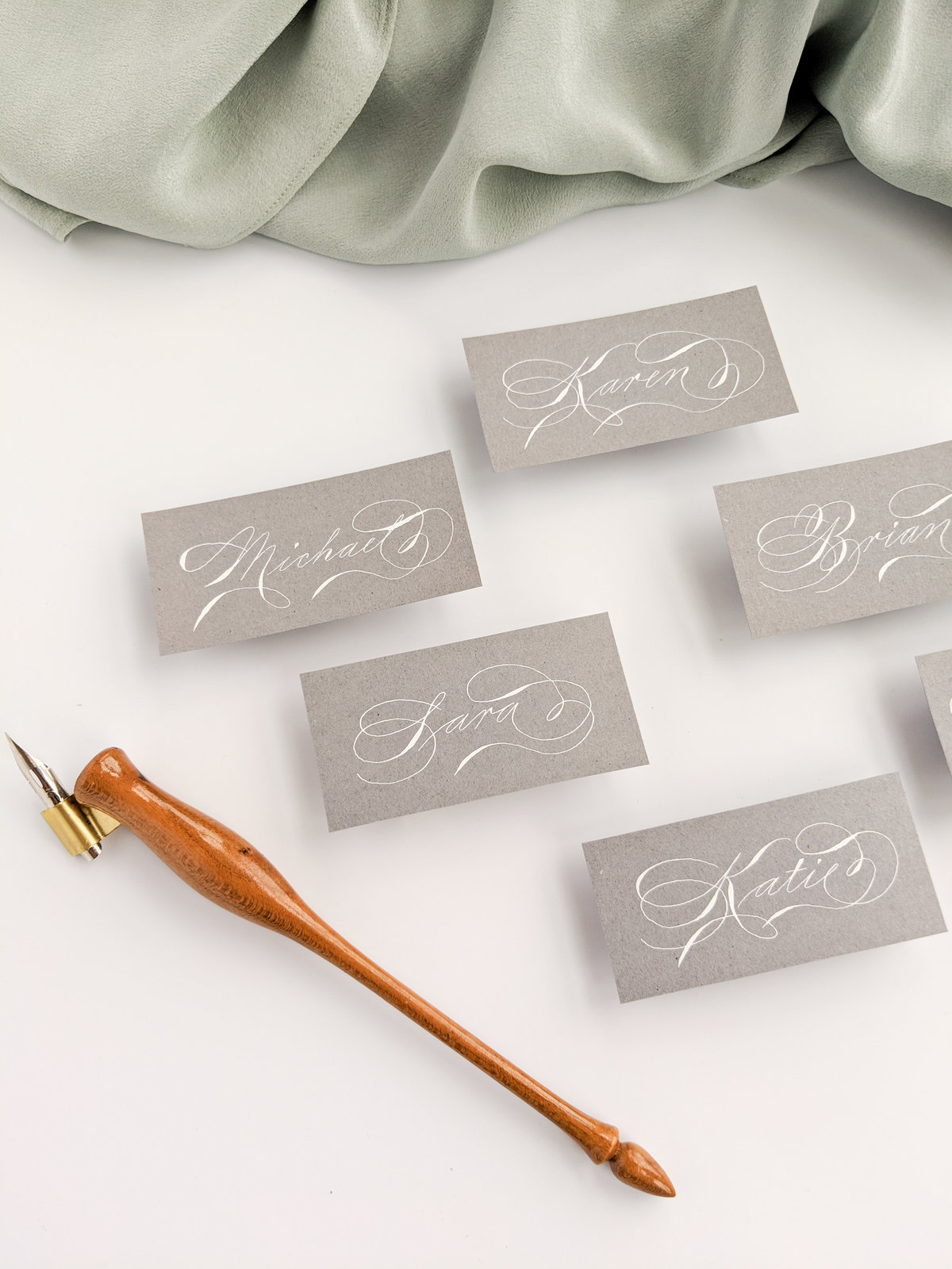 White and grey place cards | Jenni Liandu Calligraphy