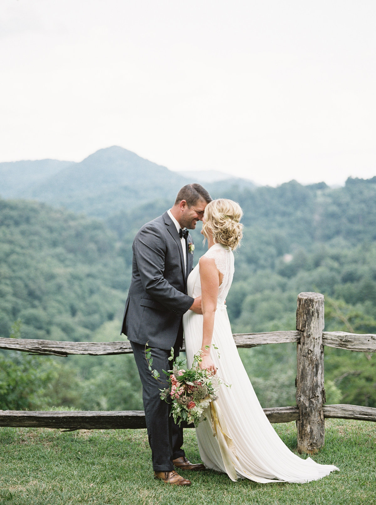 ©holeighvphotography_CastleLadyhawkeWeddingInspiration-155