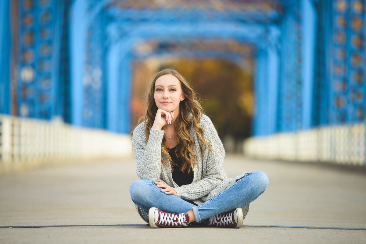 Grand-Haven-MI-Downtown-Senior-Portraits-18