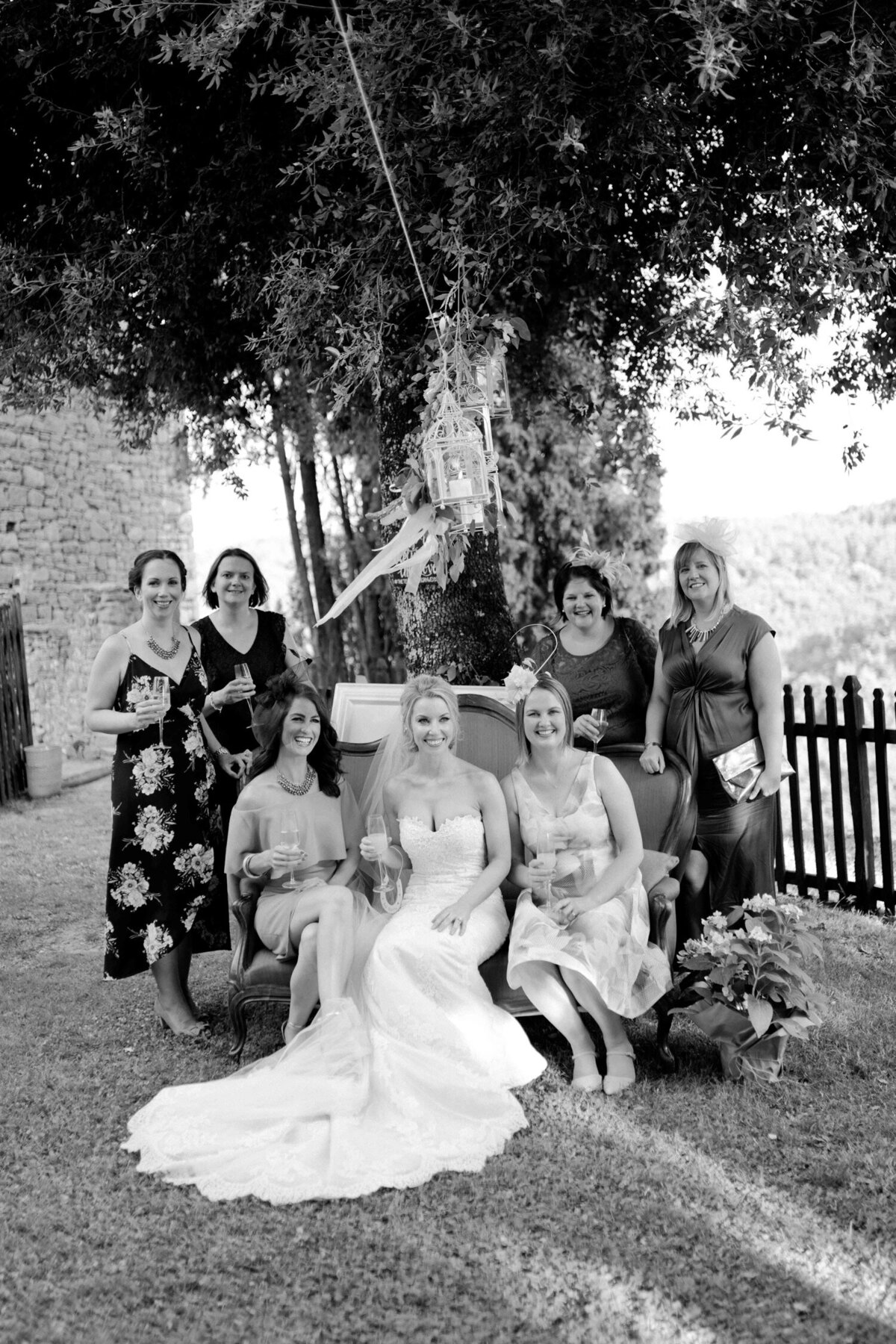 099_Tuscany_Luxury_Wedding_Photographer (109 von 215)_So thankful to be a luxury destination wedding photographer in Tuscany! Claire and James invited their beloved family & friends from London to their luxury wedding in Tuscany.