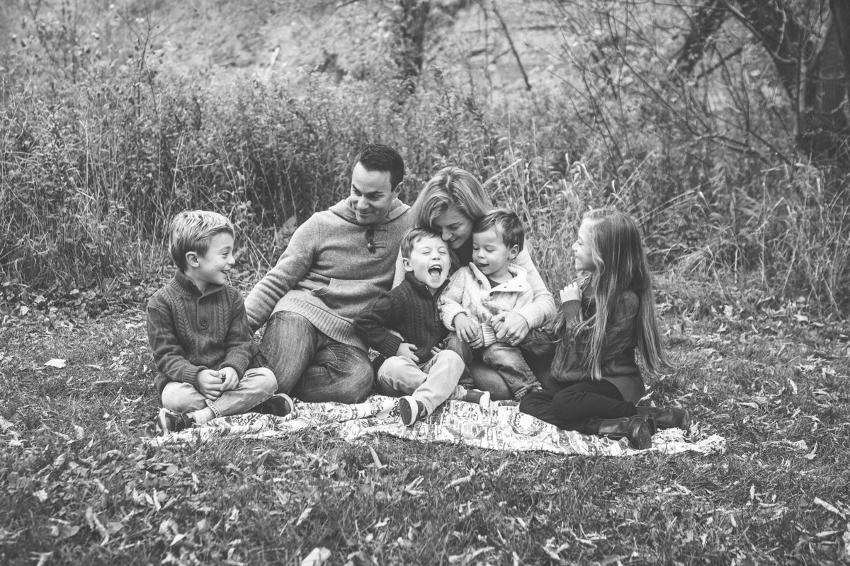 Family of 6 sitting and snuggling outdoors {Oakville Family Photographer}