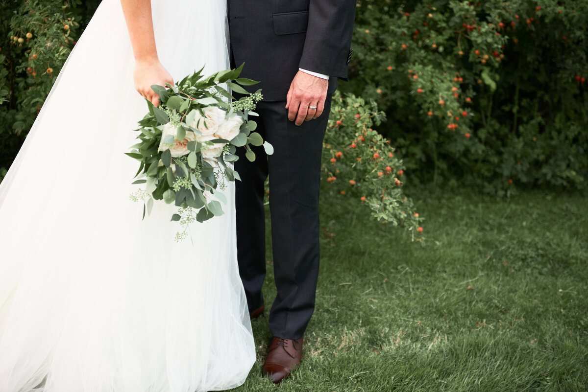 white-blush-greenery-wedding-bride-groom-bouquet-09