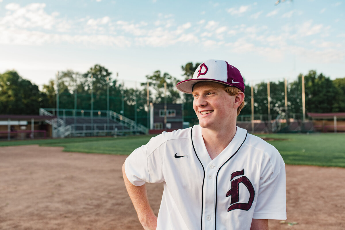 Des-Moines-Iowa-Senior-Guy-Photographer-Theresa-Schumacher-Photography-Dowling-Baseball-Player-Guy