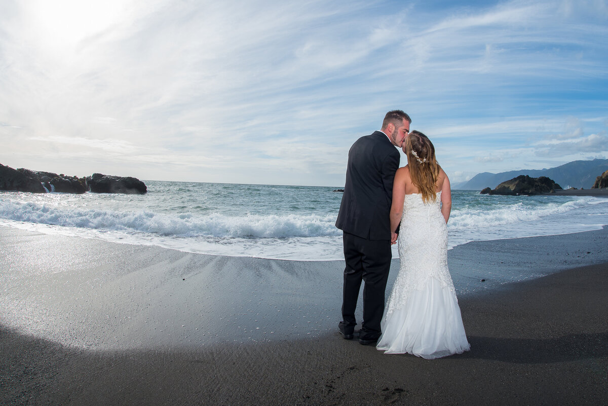 Redway-California-elopement-photographer-Parky's-Pics-Photography-Shelter-Cove-Callifornia-adventure-elopement-beach-Black-Sands-Beach-6.jpg