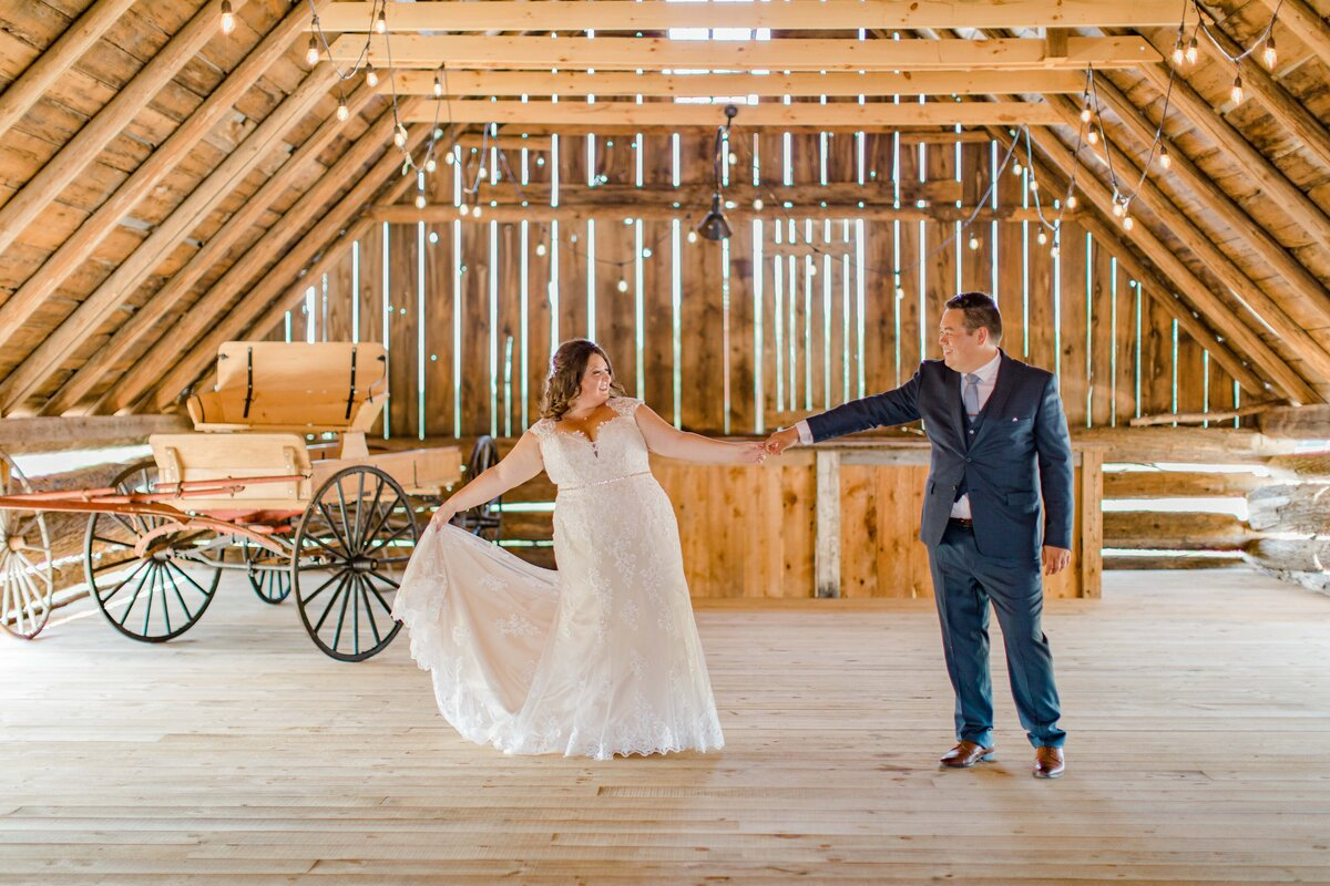 laura-ben-campbell-farm-white-lake-wedding-grey-loft-studio-2020-128