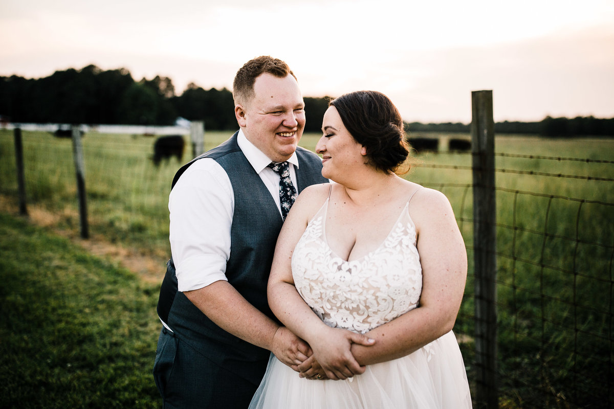 rustic-summer-farm-wedding-sam-yoder-farms-rebecca-renner-photography-1-8