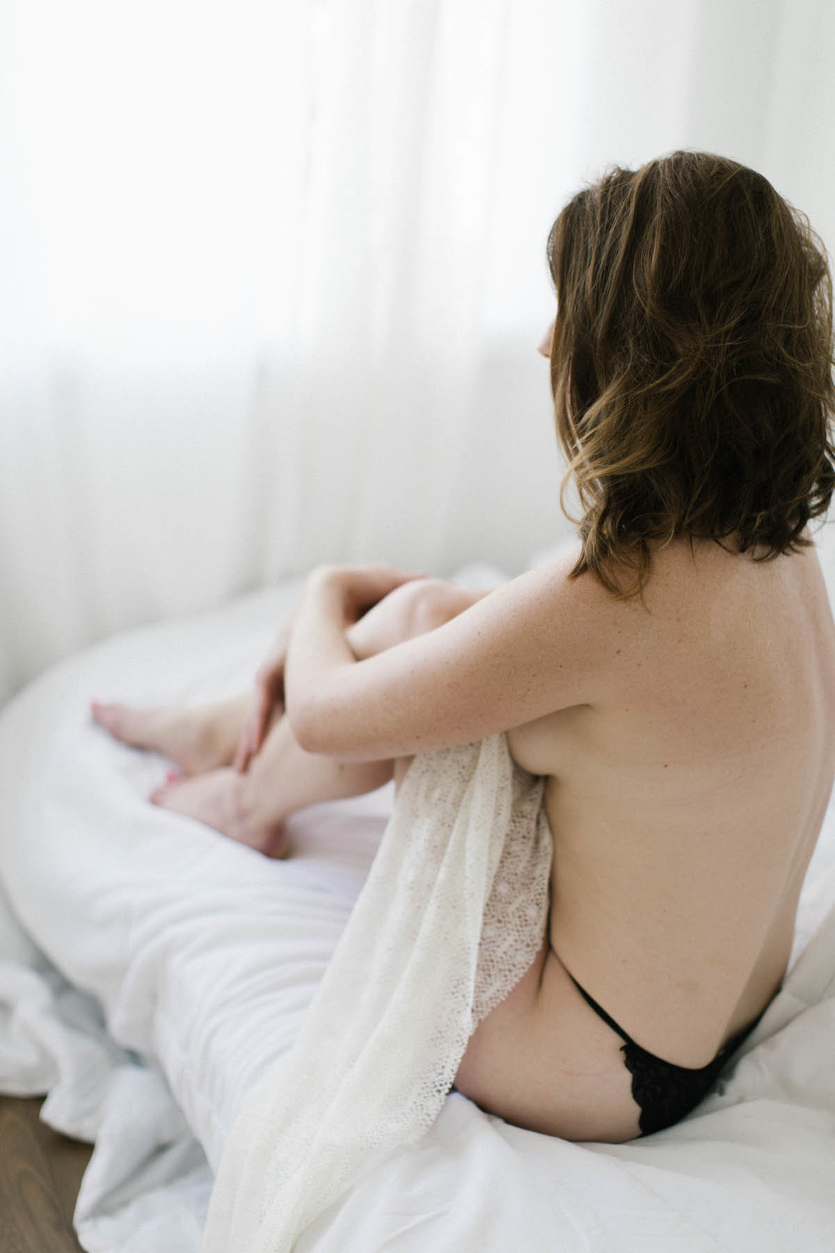 boudoir session using natural light photography