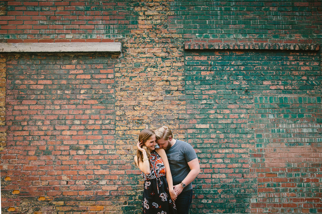 syracuse-downtownsyracuse-engagement-engagementsession-urban-brickwall