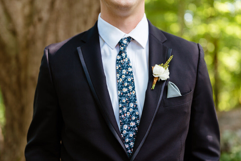 Catskills-Wedding-Planner-Foxfire-Mountain-House-Wedding-Canvas-Weddings-Groom-Boutonniere
