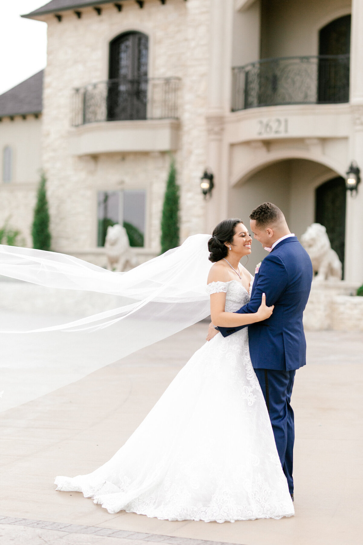 Jasmine & Josh Wedding at Knotting Hill Place | Dallas DFW Wedding Photographer | Sami Kathryn Photography-14