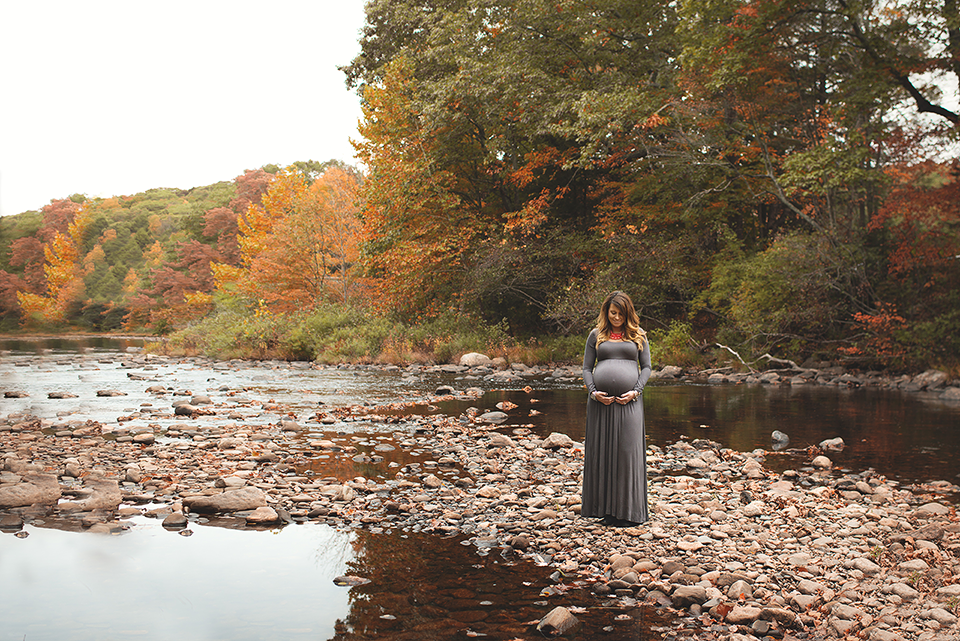 Fall Maternity Photography Session | East Hampton Comstock Bridge Maternity Photography Session | CT Maternity Photographer Elizabeth Frederick Photography