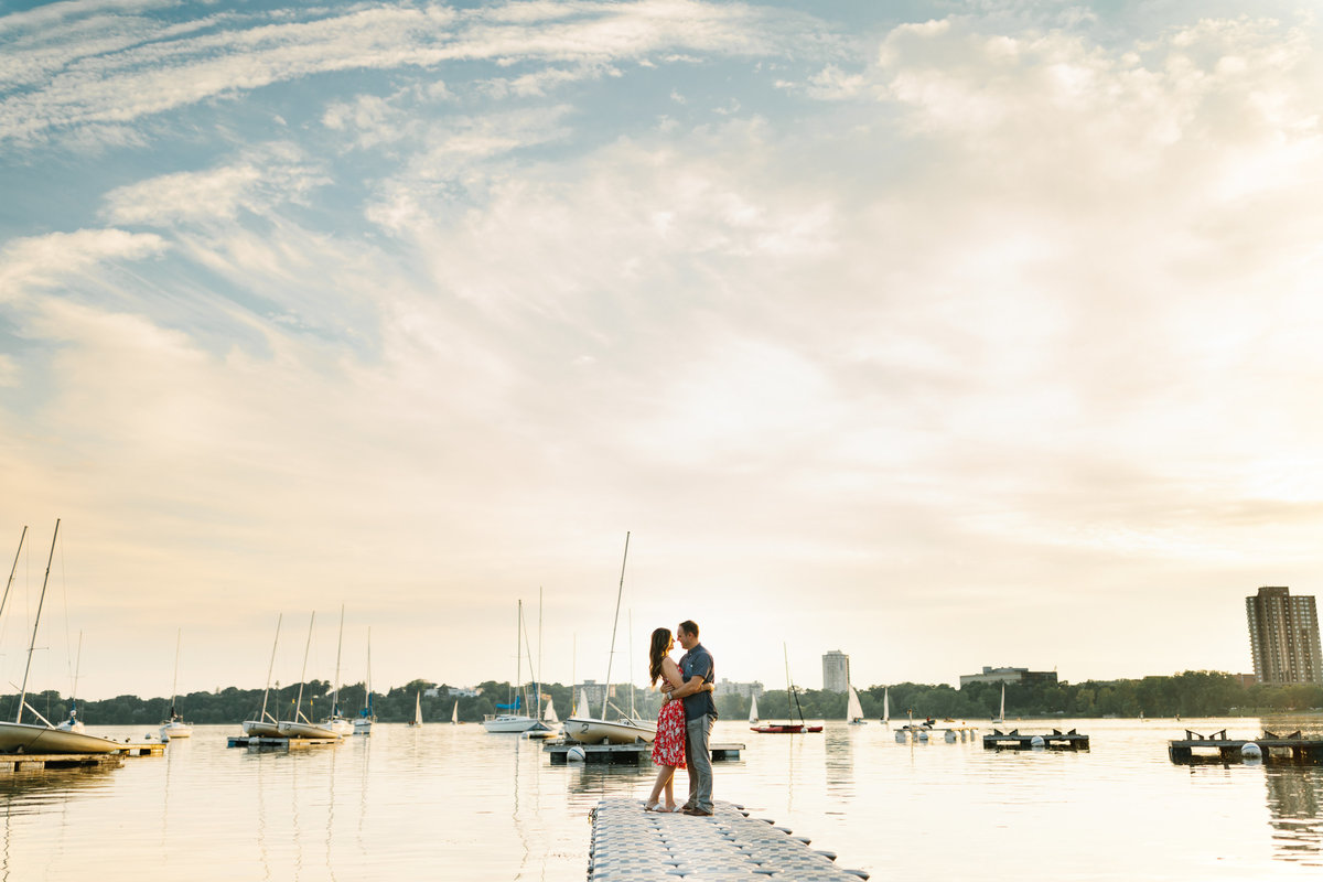 Lake-Calhoun-Minneapolis-Summer-Engagement-1