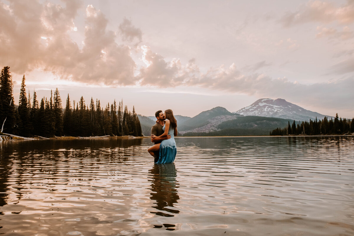 sparks-lake-oregon-couple-photographer-elopement-bend-lakes-bachelor-sisters-sunset-6213