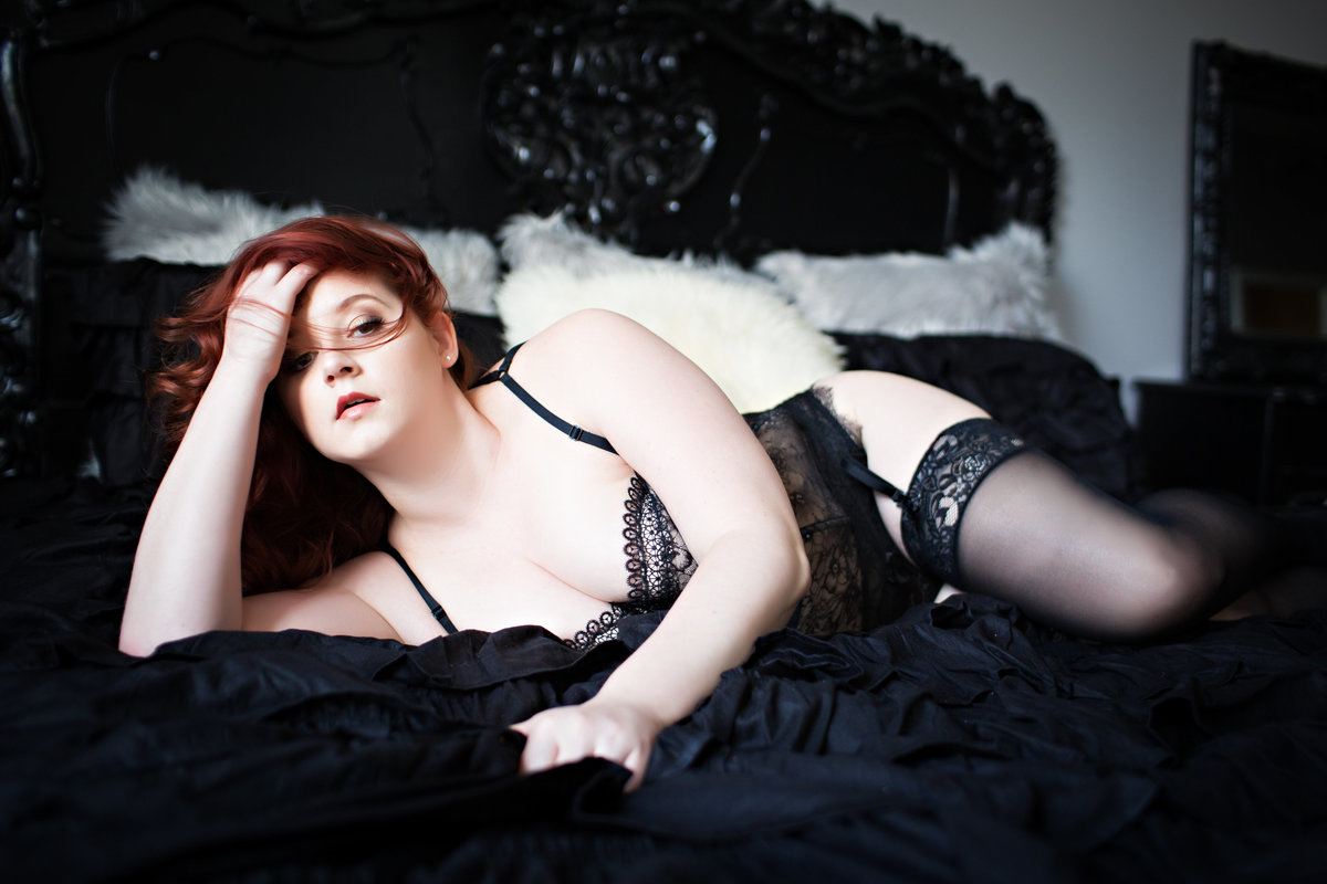 Hampton Roads Virginia Curvy Boudoir Photographer