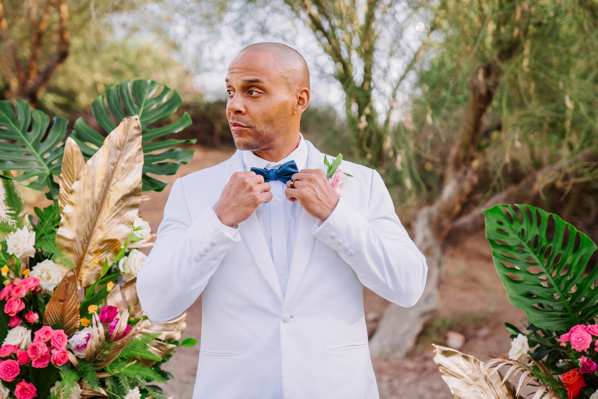 planterra-detroit-groom-blue-bowtie