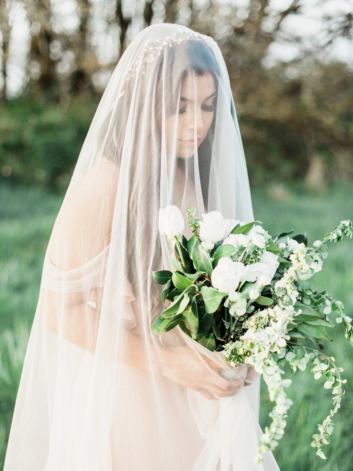 WHEN-SHE-KNEW-PHOTOGRAPHY-ADORN-MAGAZINE-ETHEREAL-BRIDAL-WEDDING-EDITORIAL-OREGON-7