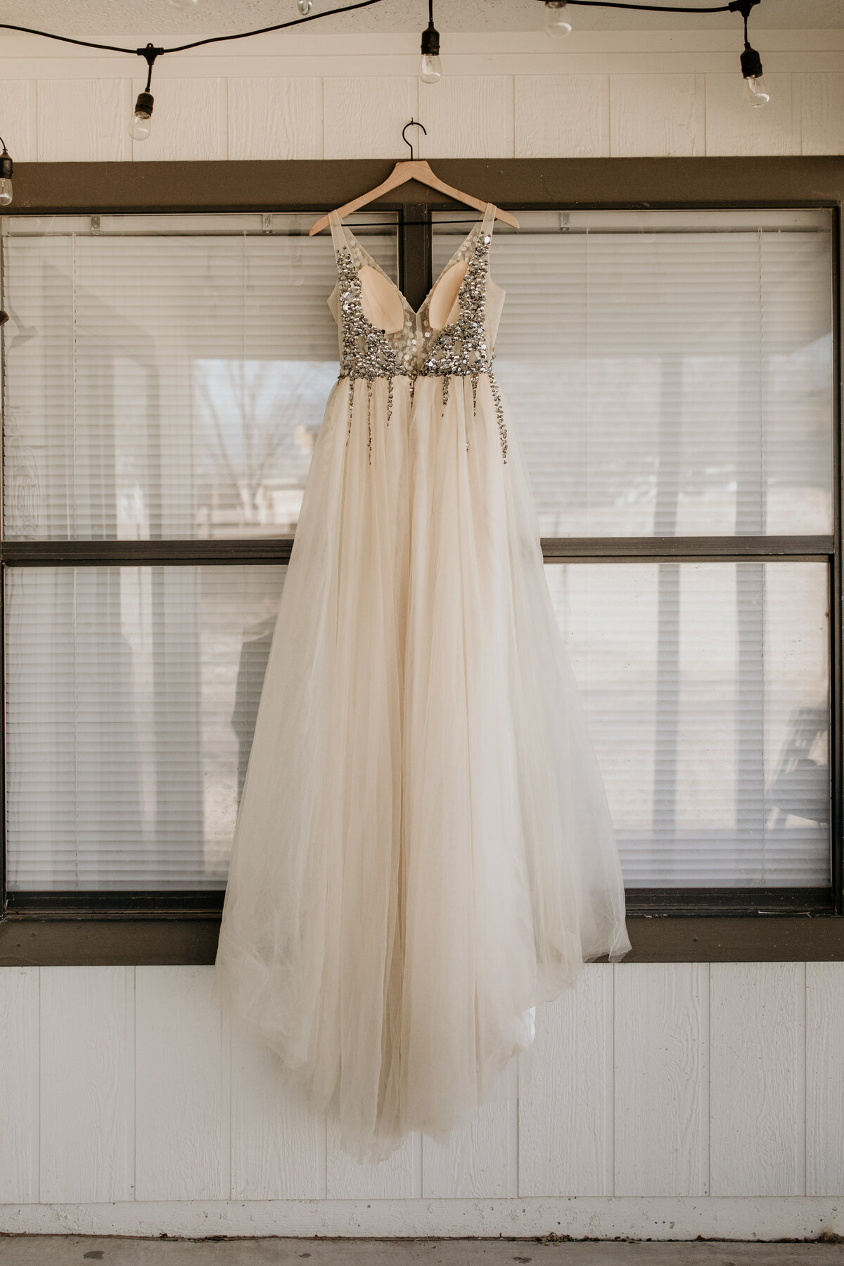 wedding-dress-rentals-for-styled-shoots-elopement-photographer-19-23