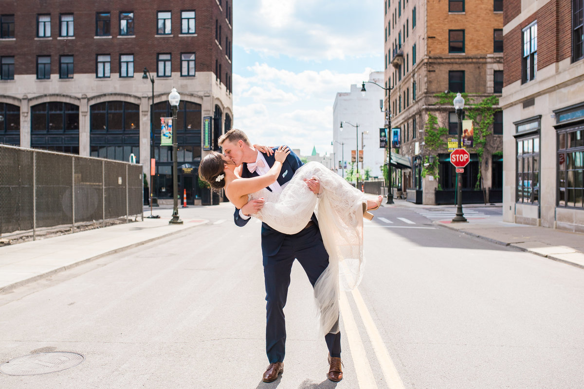 wedding-photography-downtown-detroit