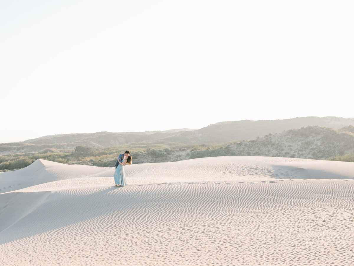 sand-dune-engagement-photos-16