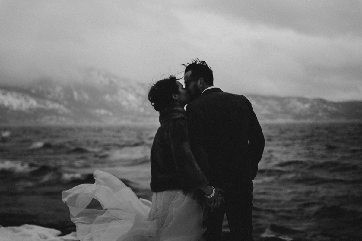 black and white photo of a couple kissing in Lake Tahoe California