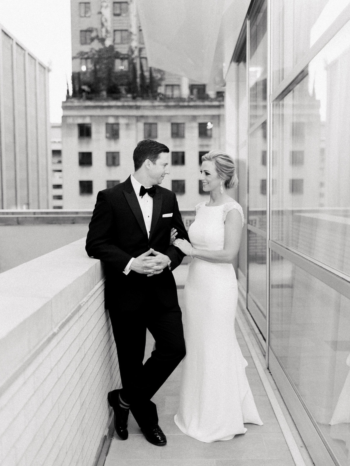 Courtney Hanson Photography - Modern wedding at The Joule-2909