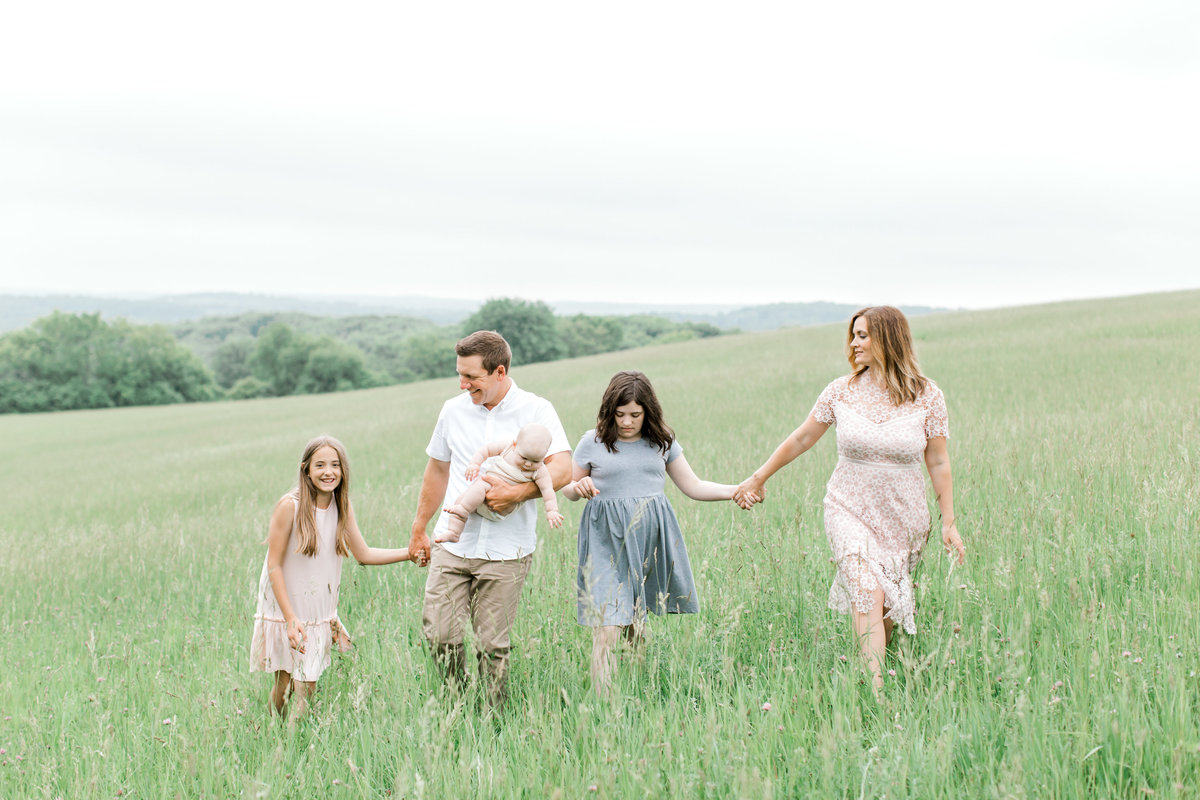 family-newborn-photographer-in-Lake-Country