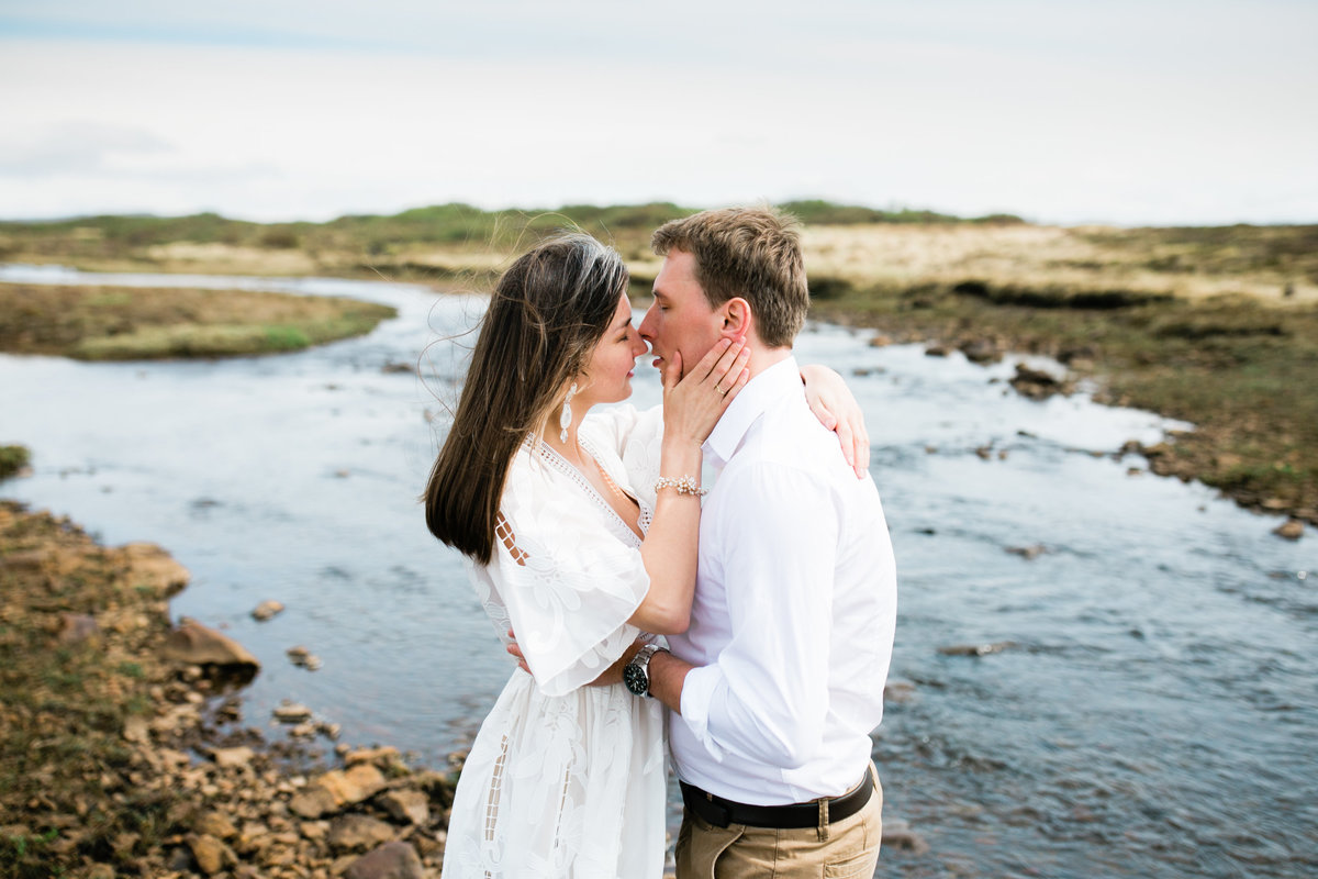 Aimee-Flynn-Photo-12-Iceland-Elopement-Outdoor-Bride