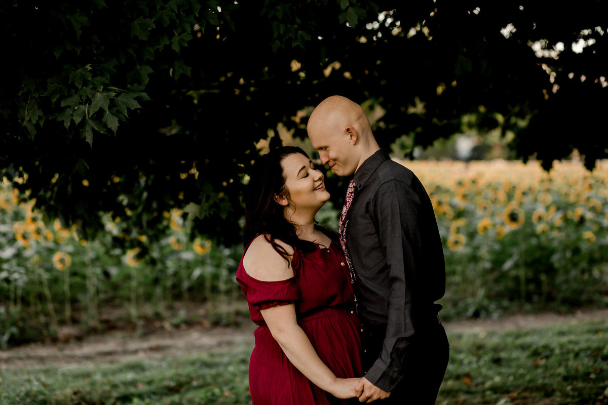 Engagement session in the sunflower field0039