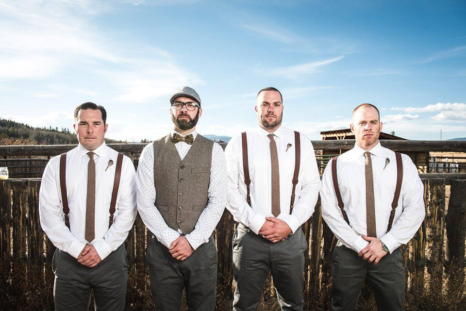 Granby-colorado-strawberry-creek-ranch-hipster-mountain-wedding-groom-and-groomsmen