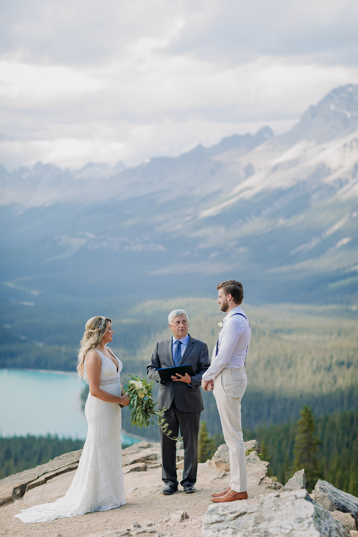01-peyto-lake-intimate-wedding-ceremony-icefields-parkway-banff-national-park-elopement-photographer