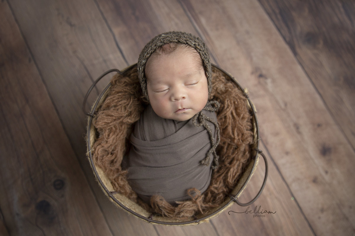 Calgary newborn photographer Belliam Photos