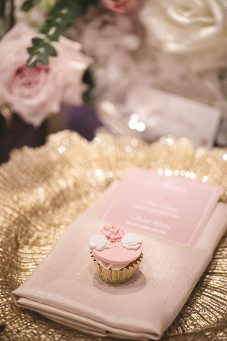 blush-gold-wedding-reception-charger-minicupcake