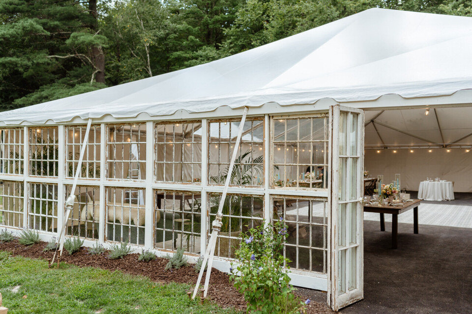 Catskills-Wedding-Planner-Foxfire-Mountain-House-Wedding-Canvas-Weddings-wedding-tent