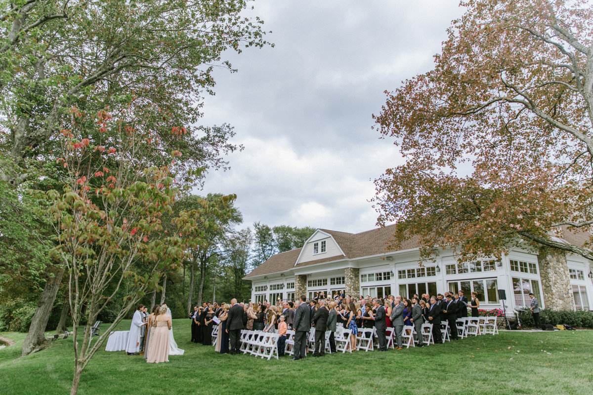 Outdoor-ceremony-at-The-Indian-trail-club