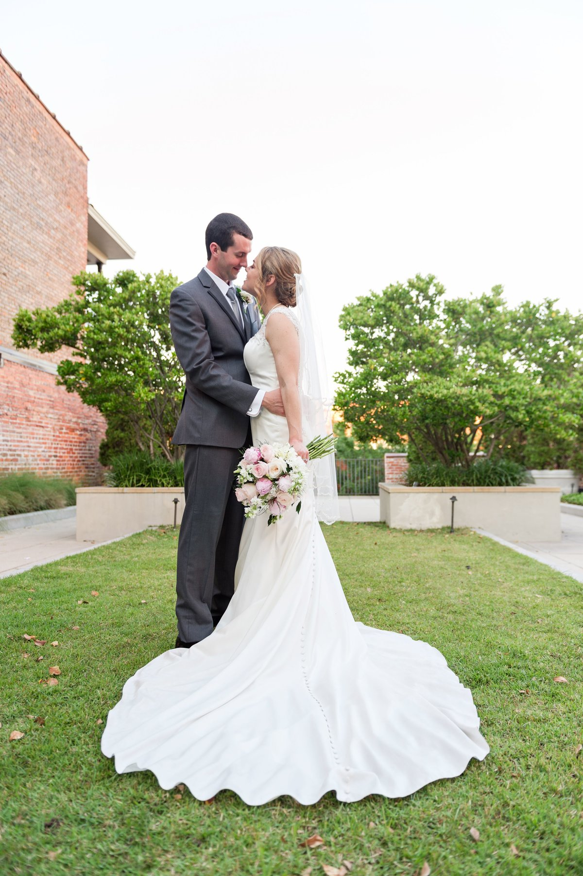 00017_Bride and Groom Gilliland Wedding Meredith Ryncarz Photography-30
