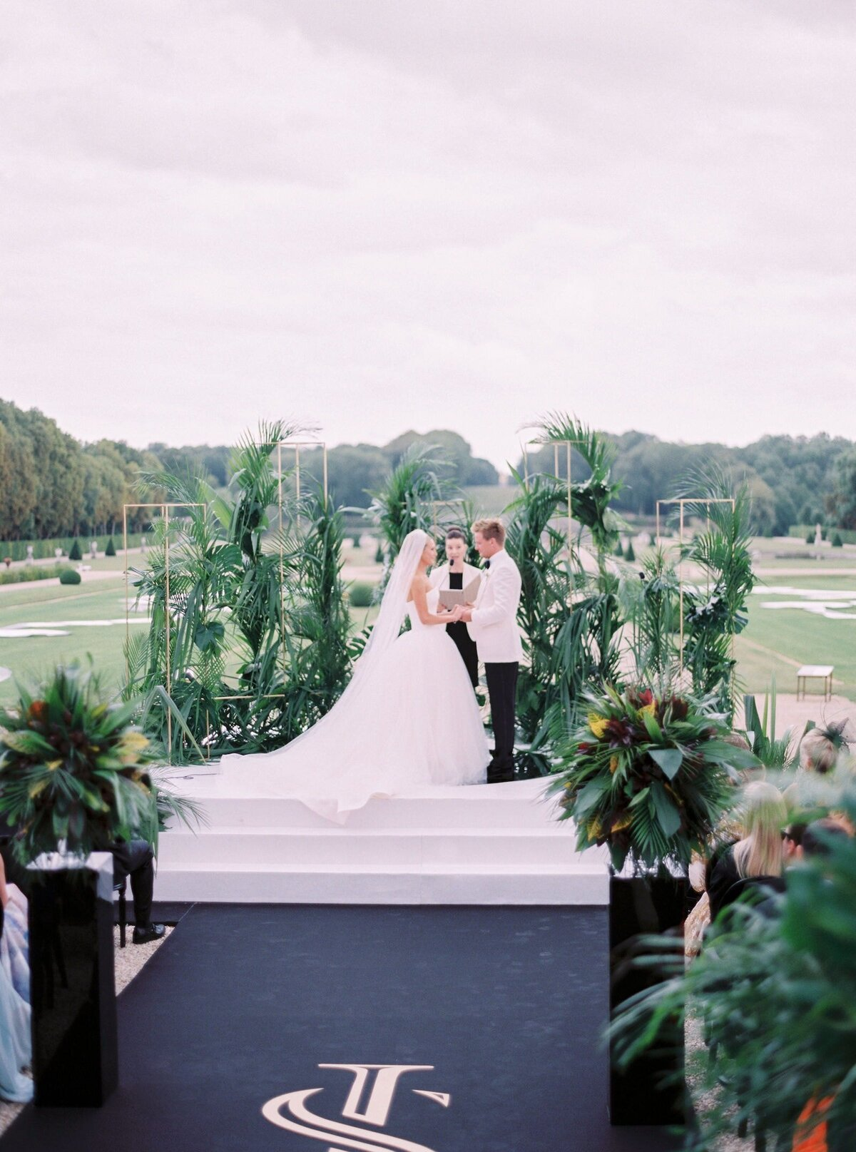 vaux-le-vicomte-luxury-wedding-phototographer-in-paris (29 of 56)