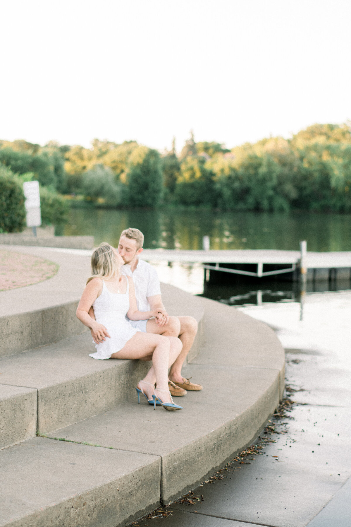 Minneapolis Wedding Photographer, Minneapolis Luxury Photogrpaher, Minnesota wedding photographer, Minneapolis light and airy photographer, luxury wedding photographer, engagement photos