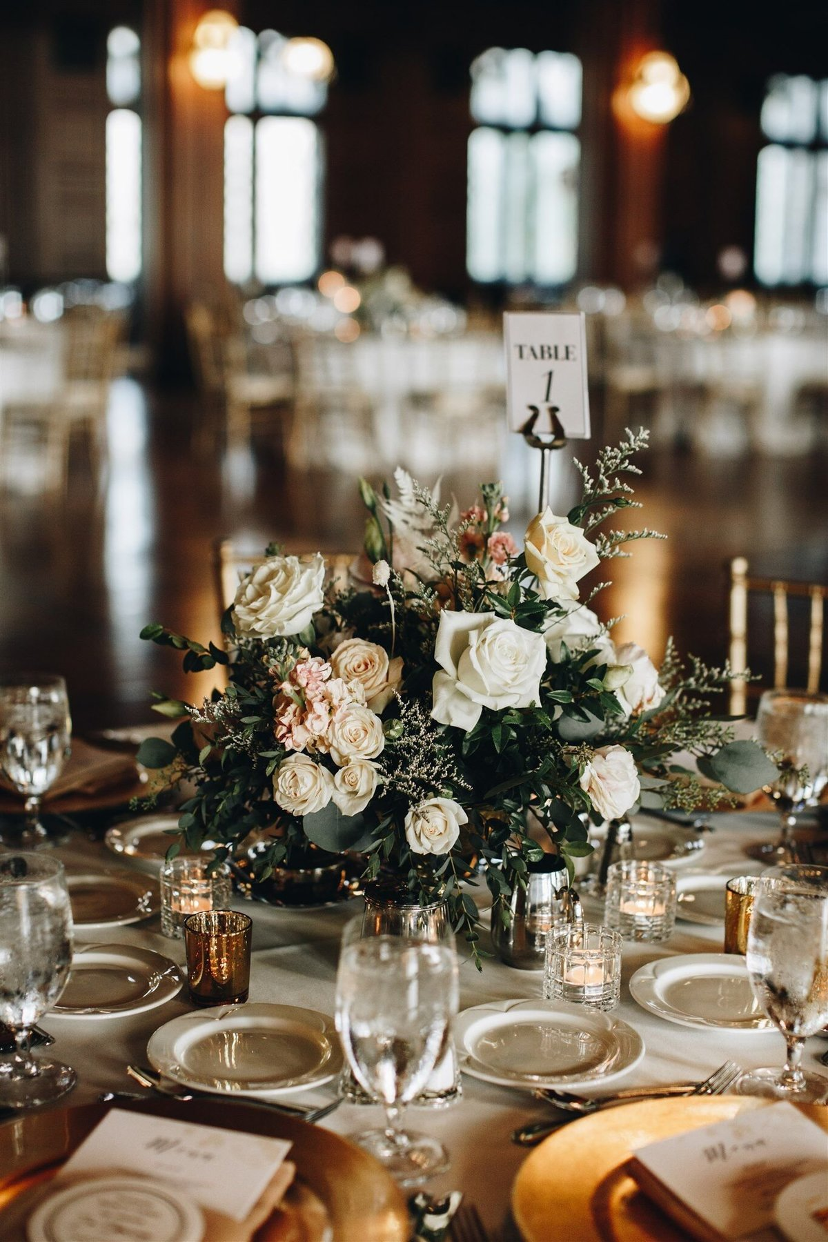 scottish-rite-cathedral-neutral-wedding-solstice-floral9
