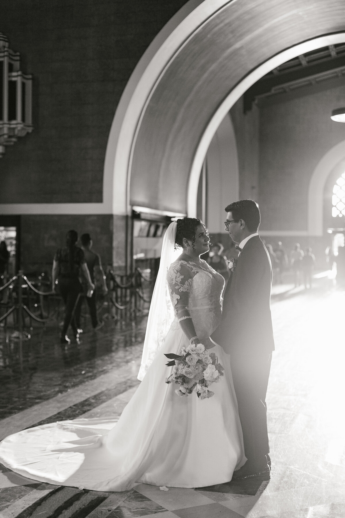 glamorous-union-station-wedding-los-angeles-28