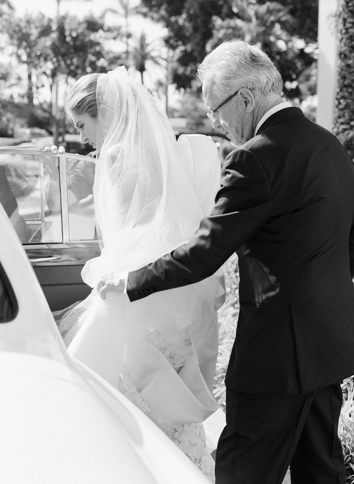 15-KTMerry-weddings-father-bride-car