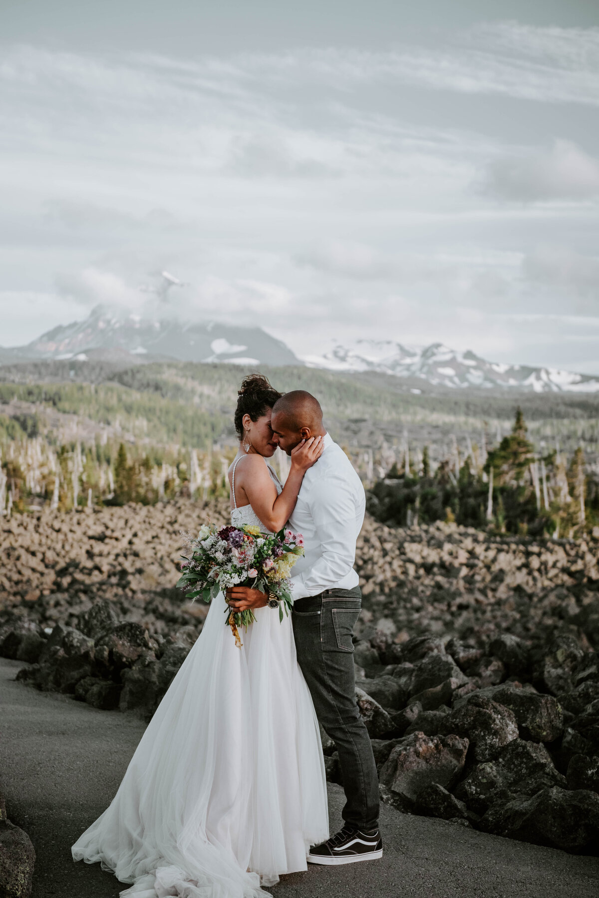 sisters-bend-oregon-summer-wedding-elopement-photographer-dress-scenic-byway-wedding-deewright-observatory-5380