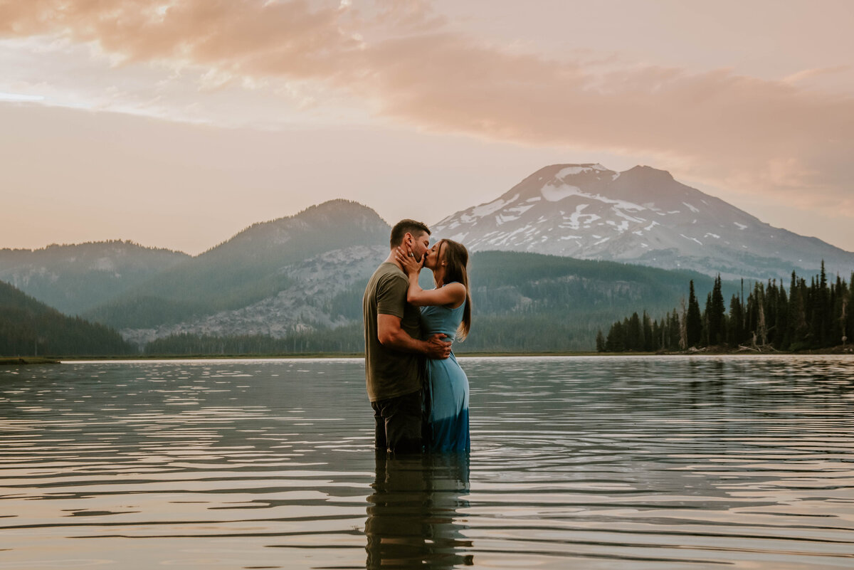 sparks-lake-oregon-couple-photographer-elopement-bend-lakes-bachelor-sisters-sunset-6062