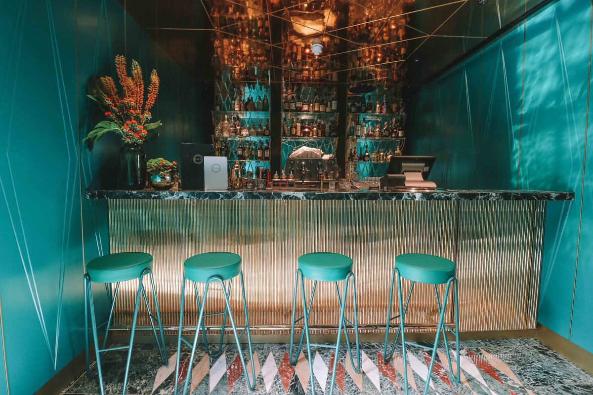 Pleasing Cocktails Lounge Bar Vyta Covent Garden A Modern Theyellowbook Wood Chair Design Ideas Theyellowbookinfo