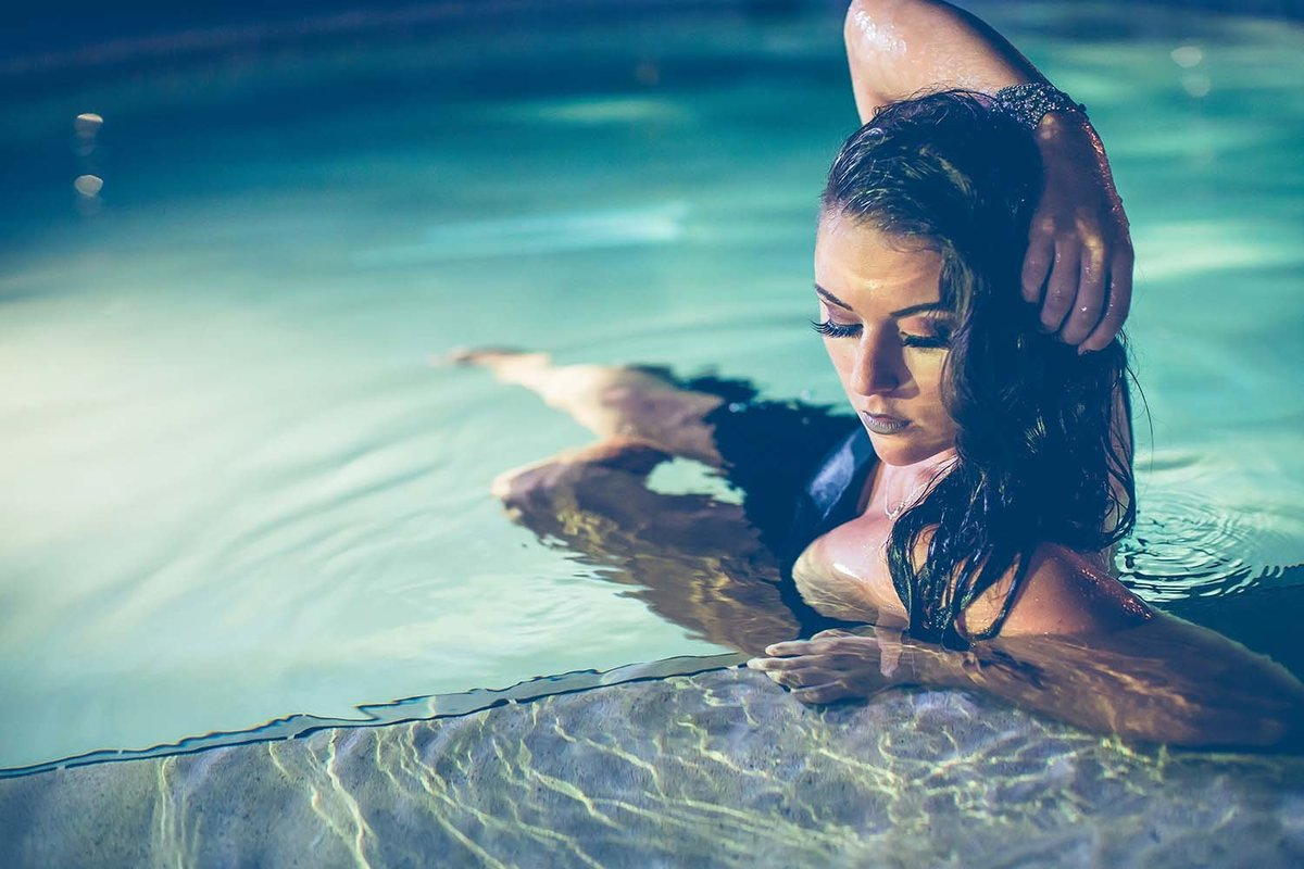 swimming-pool-boudoir-night-photography-jacksonville-boudoir-photography-breaking-tradition