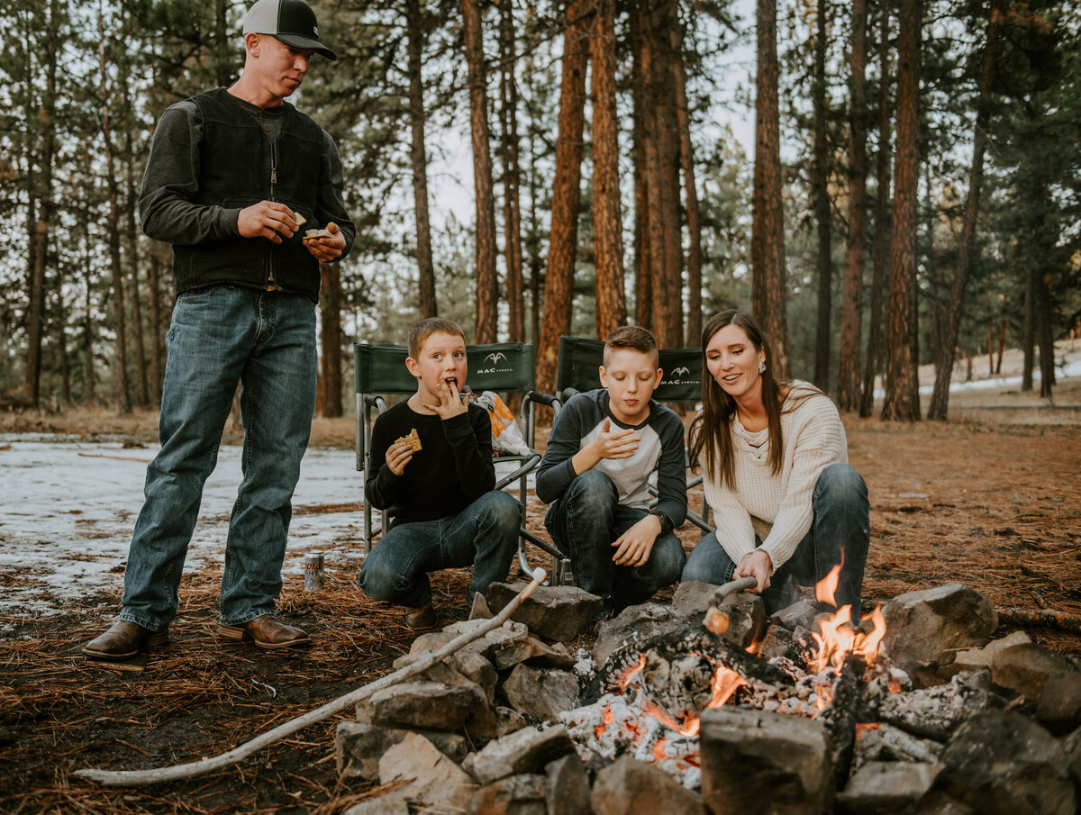 ochocos-forest-oregon-family-photographer-photography-woods-portrait-bend-redmond-central-oregon-6518